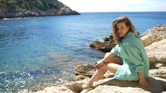Sunbathing on the rocks isn't always the most comfortable